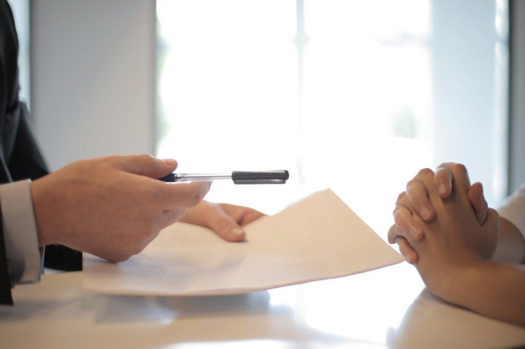 te explicamos los errores en entrevistas de trabajo que más cometemos las personas